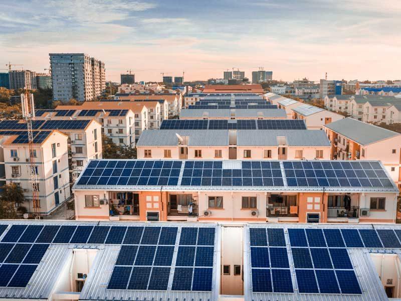 tetto-con-pannelli-solari